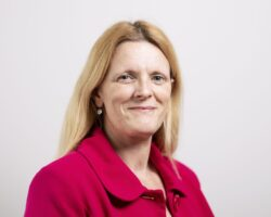 Helen Miller headshot
